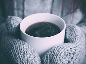 Hot coffee, warm mittens, photo by Alex on Unsplash