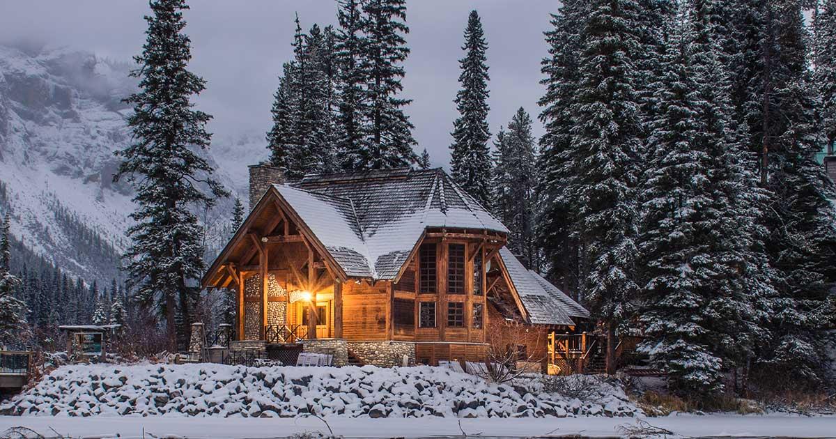 Cabin in winter, photo by Ian Keefe on Unsplash