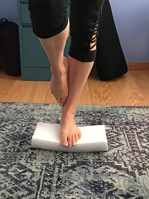 Standing single leg with round part of half roller down